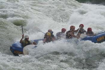 Advantage Safaris Uganda: Wildwasser-Rafting auf dem Nil in Uganda